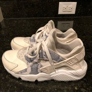 Nike Air Huarache- excellent condition!